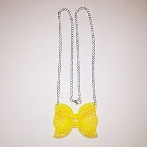🎀2/25🎀 Yellow Studded Sparkly Chain Necklace